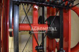 Agrometal_traktorski_tracni_obracalnik_molon_10